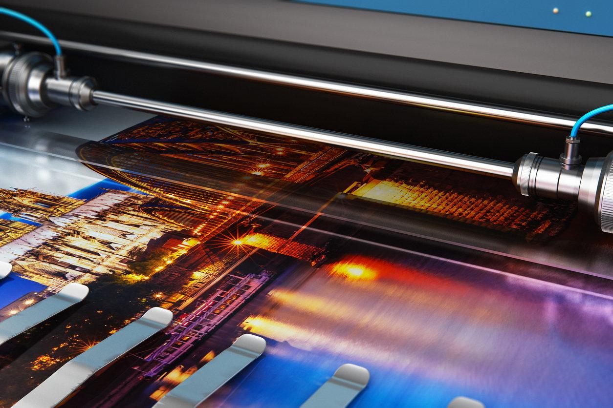 printing-on-large-format-printer-close-up